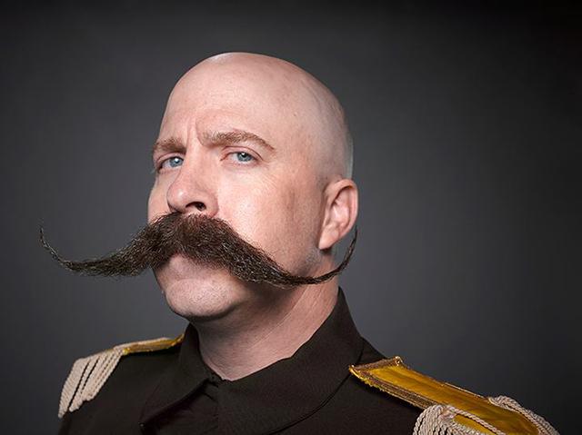 2-Dal%C3%AD-moustache-style.jpg?x73884