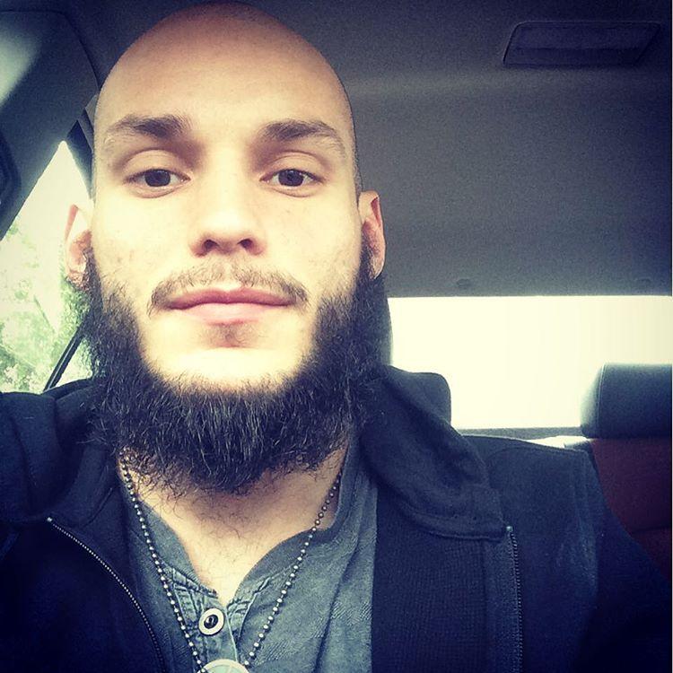 Shaggy beard with chins curtain