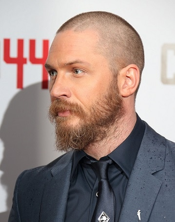 Beard with thin strands_