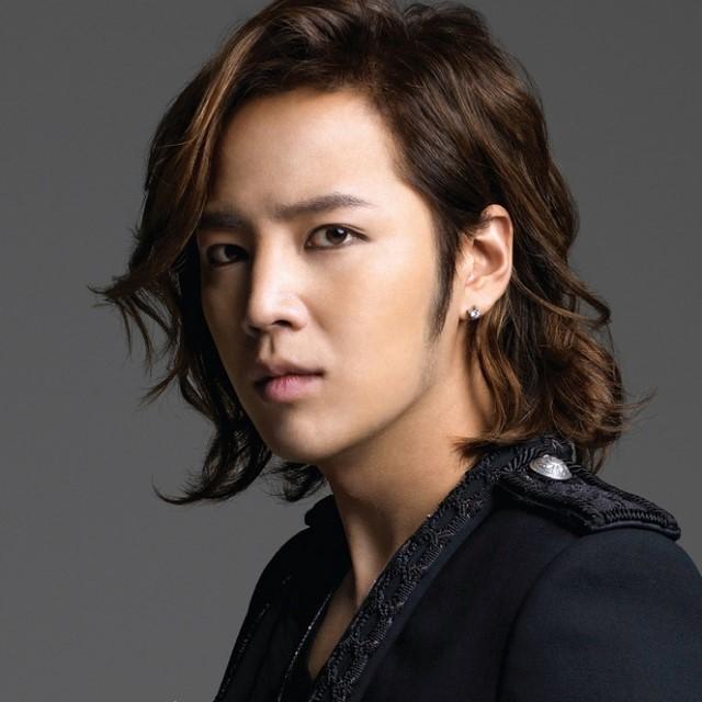 7-medium-hair-with-side-part