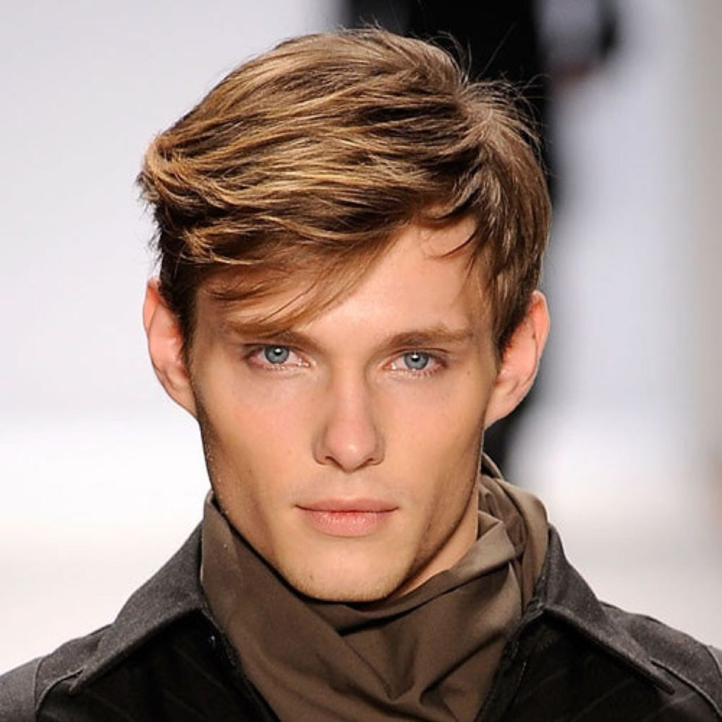 20 Best Men S Haircuts For A Big Forehead And A Round Face