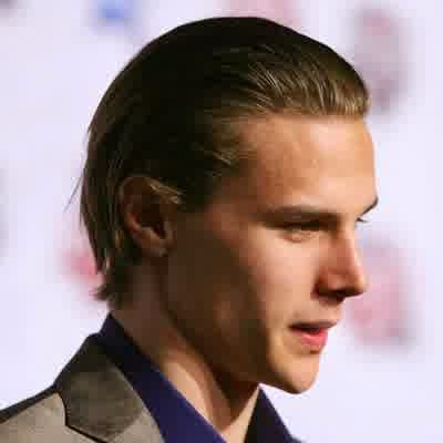 20 Best Flow Hairstyles For Men How To Get The Hairstyle