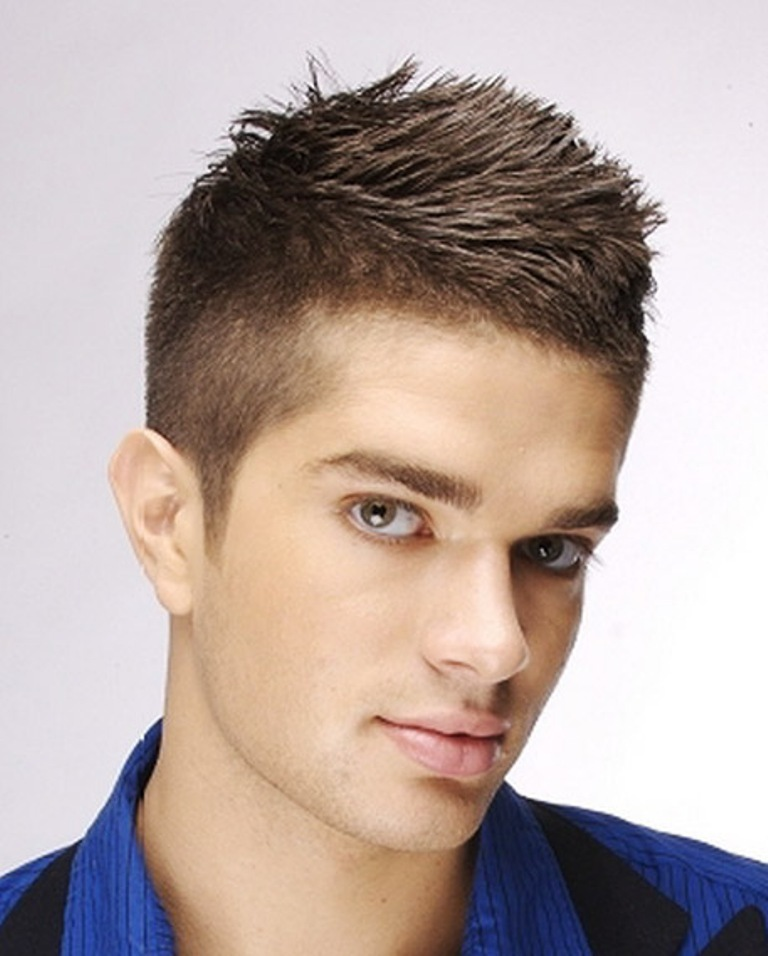 20 Best Men\'s Haircuts for a Big Forehead and a Round Face ...