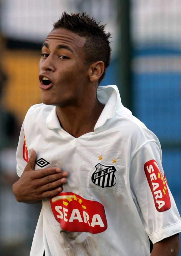 The short hair cut of Neymar while playing