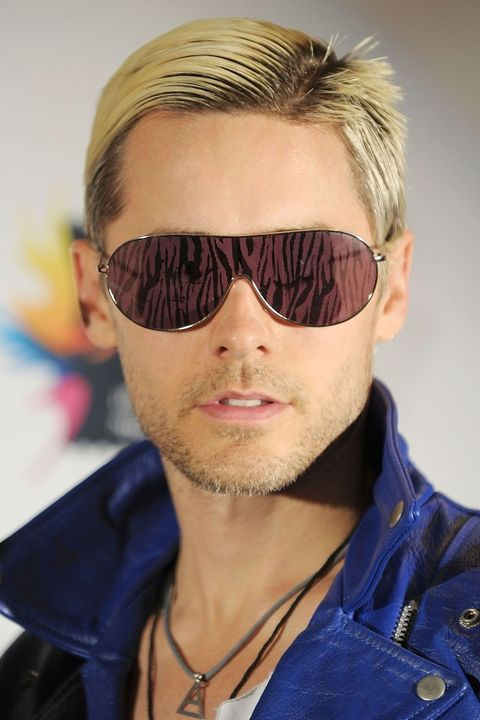 Bleached hair with strong side part Jared hairstyle