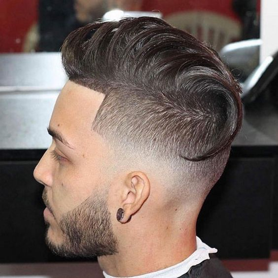 Fade skin bas avec coupe de cheveux longs