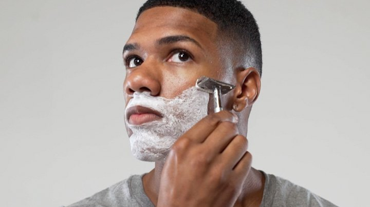How To Shave With A Safety Razor Without Cutting Yourself