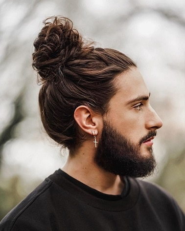 SHORT PONYTAIL WITH BEARD